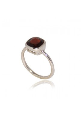 MINI SQUARE GARNET RING